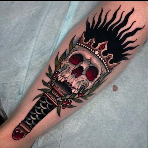 Skull torch on the shin!