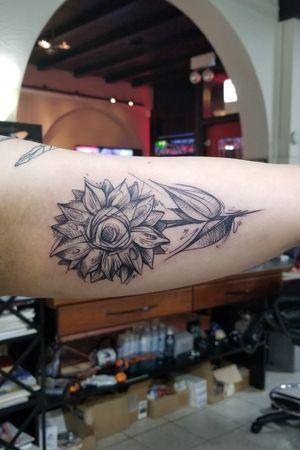 Sketchy sunflower #sunflower #flower #floral #sketchy #chaotic #blackwork #linework