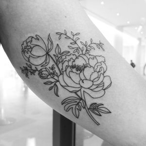 #floraltattoo #linework #finelinetattoo