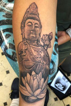 Quan Yin statue with lotus #quanyin #chinesegoddess #lotusflower #flowertattoo #statuetattoo #blackandgreyrealism