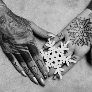 Hands of Monami Frost