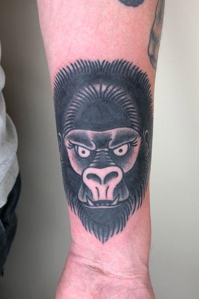 Gorilla head #gorilla #monkey #blackwork #traditionaltattoos #tattoos #oldschool #boldwillhold #bristoltattooclub #worthingtattoo #blindfaithtattoo #cherryreds