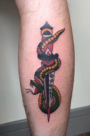 Snake and dagger #snakeanddagger #traditionaltattoos #oldschool #tattoos #boldwillhold #bristoltattooclub #worthingtattoo #blindfaithtattoo #cherryreds