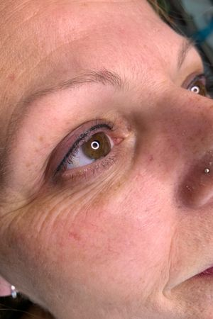 Permanent Eyeliner gives a boost to the clients eye and gives the illusion of brighter denser lash line #permanentmakeup #permanenteyeliner #sammisparkles #sphinkscanada #permablendinks
