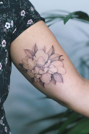 #floral #feminine #leaves #tomagematoma #flower #peony #finelines