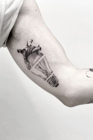 LIGHT BULB b/g tattoo Via Cairoli 30(1ºpiano)Livorno Xinfo:📞0586/1753076 gianlucarondina@hotmail.it #drawing #tattooed #life #tattooartist #sketch #top #project #women #minimaltattoo #tattooflash #tattoomodel #singleline #mini #art #nature #artist #minimal #liner #DESIGNER #light #outline #tattooing #minimalism #lightbulb #heart