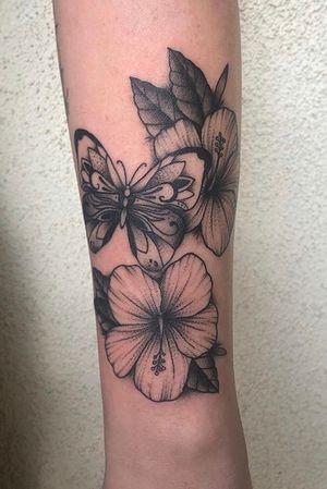 #butterfly #butterflytattoo #hibiscus #hibiscustattoo #girltattoos #flower #flowertattoo #blackandgrey