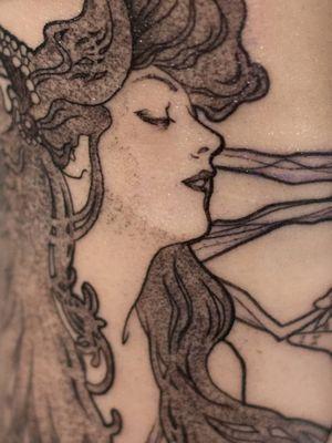 Art Nouveau tattoo by Manon CX #ManonCX #artnouveau #ArtNouveautattoo #artnouveuatattoos #fineart #nature #portrait #lady #art #illustrative #painterly #blackandgrey