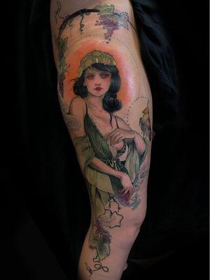 Art Nouveau tattoo by Aimee Cornwell #AimeeCornwell #artnouveau #ArtNouveautattoo #artnouveuatattoos #fineart #nature #portrait #lady #art #illustrative #painterly #grapes #wine #leg