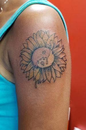 Bleeding sunflower #etheartist #yeswork #tattoos #slanginink #spektraxion #empireink #hivecaps #flowertattoo