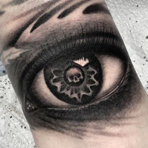 Black and grey eye with skull.