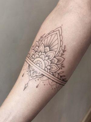 Ornamental mandala arm cuff on Yasmin #mandala #mandalatattoo #mandalatattooart #ornamental #ornamentaltattoo #armbandtattoo #armbands #armcuff #dotwork #dotworktattoo #dotworktattoos #finelinetattoo