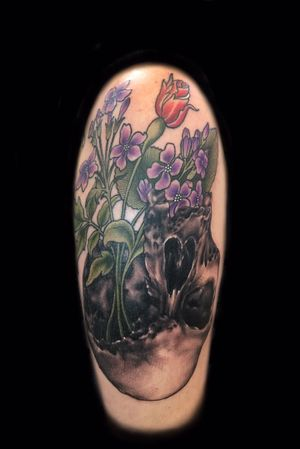 Realism mixed with wildflowers in neotraditional