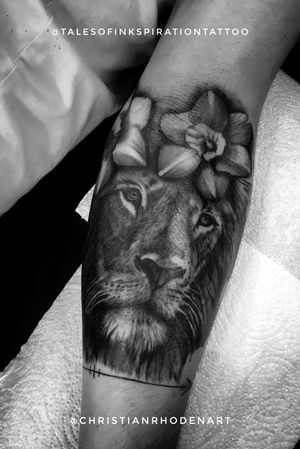 Nice lion and daffodils completed on harry Tuesday