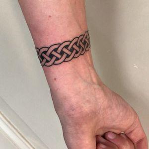 Perfect Celtic Armband. Imstagram:leolisboa_tattoo