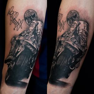 My first racer tattoo :D Valentinorossi ;) #dktattoos #dagmara #kokocinska #coventry #coventrytattoo #coventrytattooartist #coventrytattoostudio #emeraldink #emeraldinkltd #dagmarakokocinska #ValentinoRossi #valentinorossi #racertattoo #racetattoo #motobike #motobiketattoo #tattoo #tattoos #tattooideas #tatt #tattooist #tattooshop #tattooedman #tattooforman #killerbee #immortalinnovations #sabre #pantheraink #realistictattoo #blackandgraytattoo