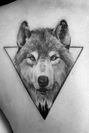 Instagram: @rusty_hst Custom black and gray wolf piece #wolf #blackandgray #blackandgreyrealism #geometric #realism