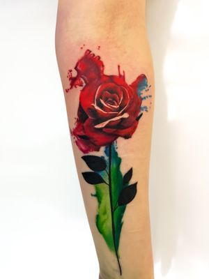 I like doing water colour stuff 👌🏻#watercolourtattoo #watercoloursplash #watercolourflowers #colourful #colourfultattoo #blackwork #rose #flowertattoo #rosetattoo