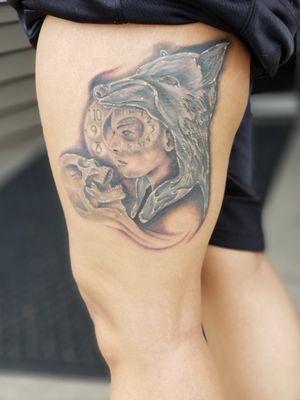 #blackandgray #blackAndWhite #tattedup #tatted #tattedgirls #womanportrait #skull #clockwork #wolfhead
