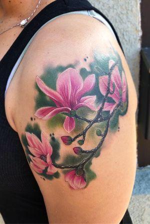 #realism #magnolia #flower #shoulder