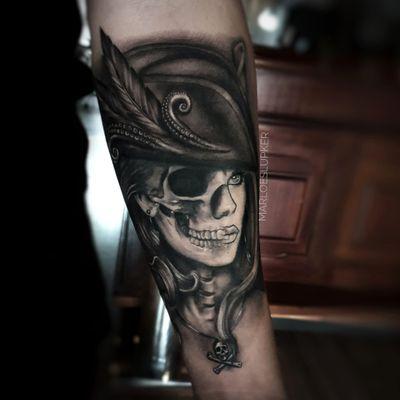 Yarrr Pirate Lady!! #pirate #piratelady #lady #blackandgrey #skull #undeadpiratecaptain #squid #skullandbones #yarr #marloeslupkertattoo
