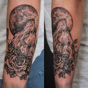 Wolf with roses for Henry :) Thank you for trusting me again 🙏 #dktattoos #dagmara #kokocinska #coventry #coventrytattoo #coventrytattooartist #coventrytattoostudio #emeraldink #emeraldinkltd #dagmarakokocinska #wolf #wolftattoo #tattoo #tattoos #tattooideas #tatt #tattooist #tattooshop #tattooedman #tattooforman #killerbee #neotraditionaltattoo #rose #rosetattoo #roses #rosestattoo #blackandgraytattoo #moon #moontattoo #dotwork #dotworktattoo