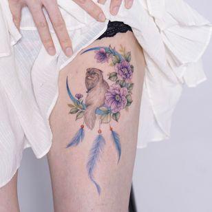 Moon and cat tattoo by tattooist Silo #TattooistSilo #silo #cattattoo #moontattoo #flowertattoo #고양이타투 #달타투 #꽃타투 #koreantattooartist #koreatattoo