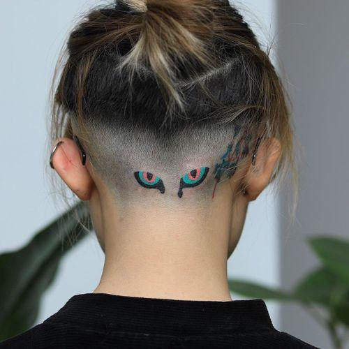 Minimal tattoo by Zzizzi #zzizzi #minimaltattoos #minimal #smalltattoos #small #simpletattoo #simpletattoos #handpoke #stickandpoke #eye #color #eyes #scalp #headtattoo