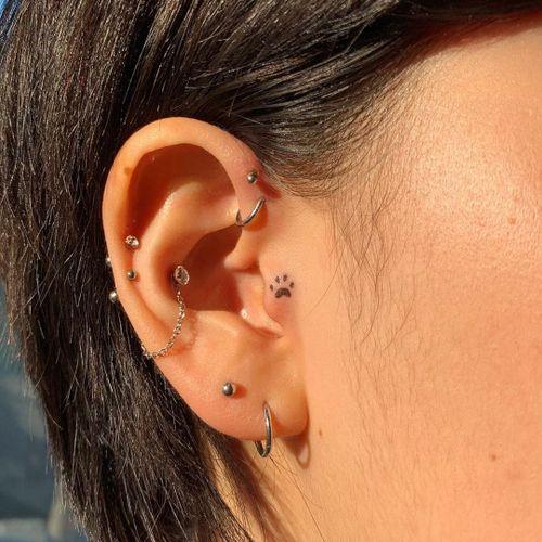 Minimal tattoo by Tan Tattoo #TanTattoo #minimaltattoos #minimal #smalltattoos #small #simpletattoo #simpletattoos #paw #pawprint #ear #eartattoo #tinytattoo