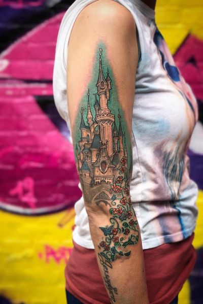 Finalized this Disney Castle on Kim and repaired the damage by some scratcher below (the flowers and buterflies). #disneytattoo #girlwithtattoos #sleepingbeauty #realistictattoo #colortattoo #wallsandskin #disneyland #disneylandparis #disneycastle #art #mickeymouse #rotterdamtattoo #amsterdamtattoo #realism #princes #princesinha #girlswithtattoos