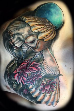 Neotradional hybrib realism owl with peonies #owltattoo #neotradional #traditional #chestpiece #colortattoos #realism #peony #peonytattoo #darkart