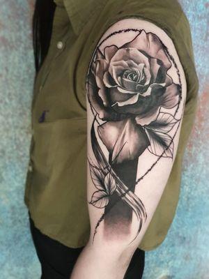 Got to do this cool ass rose design. Thanks 🙏 email for bookings; antbatetattoos@gmail.com Sponsored by @tattooeverythingsupplies #uktta #crownofthorns #silverbackink #silverbackinkinstablack #fkirons #sullenartcollective #chester #tattoo #tattoos #tattooed #tattooartist #tattoostudio #wheretheytatt #antbatetattoos #a_drop_of_black #blackwork #blackworkerssubmission #blackworkers #blacktattooart #chaoticblackworkers #darkartists #btattooing #blxckink #theblackmasters #onlythedarkest #blacktattoomag #tattooeverythingelite #tattooeverythingsupplies #elite25 #thedarkestwork