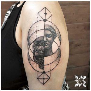 #skulltattoo #aphrodite #geometrictattoo #blackandgrey #dotworktattoo #realistic #detailed #detailedtattoo