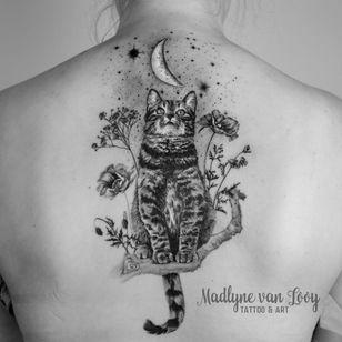 Cat tattoo by Madlyne van Looy #MadlynevanLooy #cattattoos #cattattoo #cat #kitty #cute #animal #petportrait #pet #illustrative #blackandgrey #flowers #moon #back
