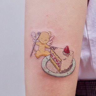 Cute tattoo by Log Tattoo #LogTattoo #cutetattoos #cute #sweet #tattoosforgirls #tattoosforwomen #tattooideas #cooltattoos #love #cardcaptorsakura #cerberus #cake #dessert #food #strawberry #arm