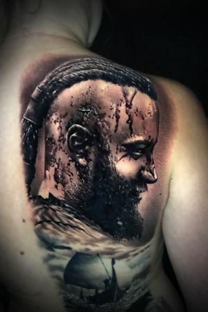 #marco #pik #ass #marcopikass #pikasstattoo #pikass #tattoo #ragnar #lothbrock #ragnarlothbrock #vikings #wikinger #german #mannheim #heidelberg #portrait #art #portraitart #realism #realistic #ink #back #backpiece #bng #black #grey