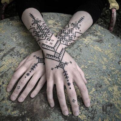 Pattern tattoo by Sandra Massa #SandraMassa #tattoodo #tattoodoapp #tattoodoappartists #besttattoos #awesometattoos #tattoosforwomen #tattoosformen #cooltattoos #tattooideas #pattern #tribal #dotwork #Linework #hand #arm
