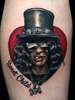 Slash tattoo by Siho #Siho #tattoodo #tattoodoapp #tattoodoappartists #besttattoos #awesometattoos #tattoosforwomen #tattoosformen #cooltattoos #tattooideas #slash #GunsNRoses #leg #portrait