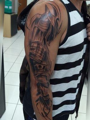 #sketchtattoo #sketchstyle #tatuagemnobraco #tatuagemmasculina #tatuagemsamurai #samurai #samuraitattoo #tatuagempretoecinza #blackngreytattoo