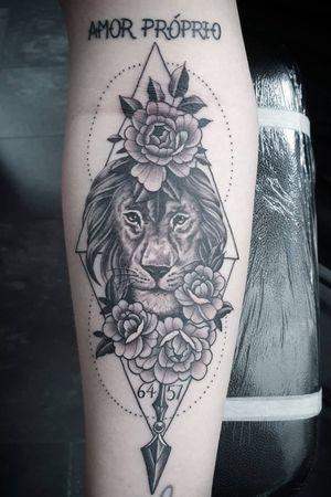 #tattoo #tattoos #tattooist #tattooartist #blackandgrey #blackandgreytattoo #lion #liontattoo #lioness #lionesstattoo #dotwork #geometrictattoo #point2point #tattoostudio #erith #kent #southlondon