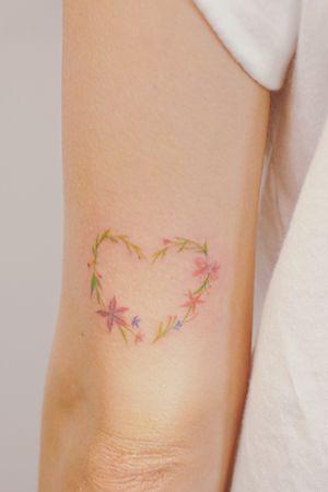 Heart #koreatattoo #korea #seoul #fineline #flowertattoo #nature #naturetattoo