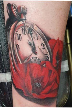 #pocketwatchtattoo #pocketwatch #poppytattoo #poppy #colourtattoo #colour #blackandgrey #blackandgreytattoo #war #wartattoo #memorialtattoo #clocktattoo #clock #tattooartist #artist