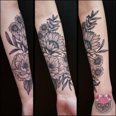 All flowers everything 🌻🌼🌸🌿 My high school friend has new tattoo! Thank you @piksielf 😚 #tattoo #tatouage #tattooidone #tattooidea #flowers #flowerstattoo #peony #peonytattoo #peonytattoodesign #peonyaddict #sunflower #sunflowertattoo #floraltattoodesign #floraltattoo #smallflowers #blackandgreytattoo #lowerarmtattoo #octopustattoostudio #octopustattoostudiozagreb #zagrebtattoo #zagreb #bo_mademoiselle #bo_mademoiselle_tattooing