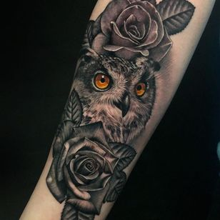 Owl and roses tattoo by Megan Massacre #MeganMassacre #realismtattoo #realismtattoos #realism #realistic #hyperrealism #tattooideas #blackandgrey #rose #flower #owl #feathers #arm
