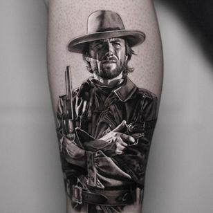 Clint Eastwoof tattoo by Inal Bersekov #InalBersekov #realismtattoo #realismtattoos #realism #realistic #hyperrealism #tattooideas #clinteastwood #blackandgrey #leg