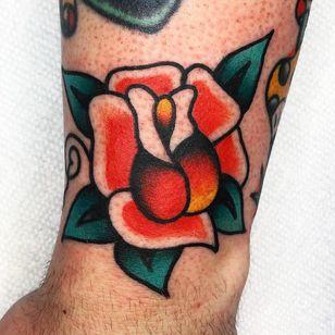 Traditional rose tattoo by Jason Ochoa #JasonOchoa #traditionalrosetattoo #traditionalrose #rosetattoo #traditionaltattoo #traditional #flower #floral #plant #color