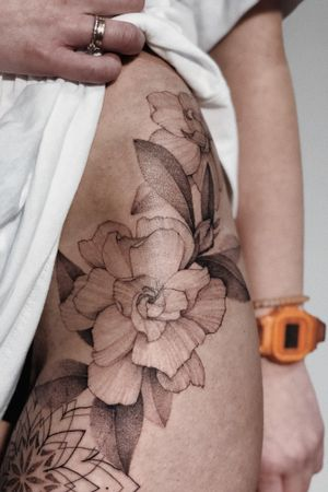 #floral #flowers #singleneedle #feminine #tomagematoma #fineline