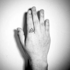 #kyo #kyotattoo #surrealism #realism #finger #fingers #fingertattoo #music #minimalism #microtattoo #tattooberlin #tattooartmag #tattodo #tattooideas #tattooinspiration #europetattoo #berlintattoo #hamburgtattoo #berlinink #tattooartist #tatt #ttt #ttism #tattooing #creativetattoo #dotworktattoos #sketchtattoos #blackink #tattoos #berlin #designtattoo #design