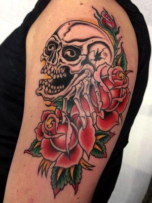 Done @originalsintattooshop #skull #roses
