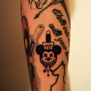 Dead Mickey Mouse... #deadmickeymouse #mickeymousetattoo #daggertattoo #xx #traditionaltattoos #tattoos #ink #getinked #daretochange #daretobedifferent #learningtotattoo #beginnertattooartist #tattoolifestyle #tattoosession #practice #everythingpossible #myinkprints2019